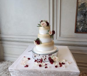 gold and burgundy christmas wedding cake