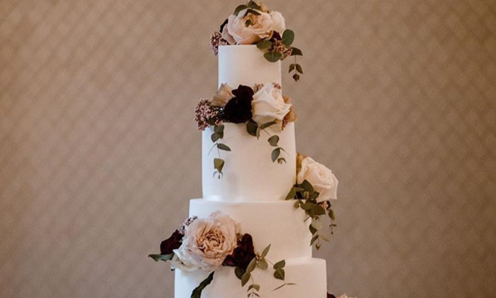 5 tier plain iced wedding cake with fresh flowers